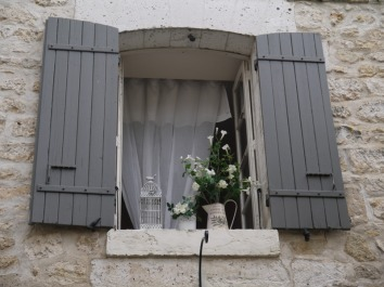 holiday close to Bordeaux airport